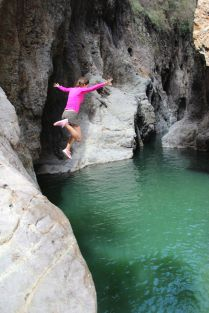 A daring tourist, Georgie, takes a dive into the blue waters of Somoto Canyon!